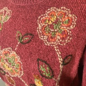 Embroidered sweater, size MP - super cute!